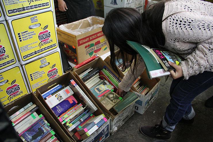 Libros en la Central de Abastos