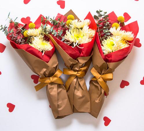 Flores para regalar no m s rosas r fate con estos for Regalos diferentes para hombres
