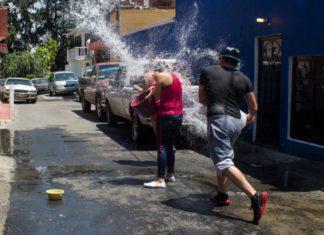 Multa por desperdiciar agua en Sábado de Gloria