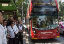 Los problemas de la línea 7 del Metrobús esta semana incluyeron largas filas, tarifa doble y hasta un choque.