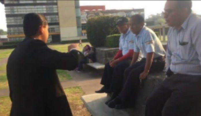 Después de no apoyar a un estudiante que denunció la supuesta venta de drogas en Ciudad Universitaria tres vigilantes de la UNAM fueron suspendidos.