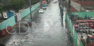 La lluvia no le ha dado descanso a la Ciudad de México. Este viernes se registró una granizada en la México-Cuernavaca y dos inundaciones en Iztapalapa.