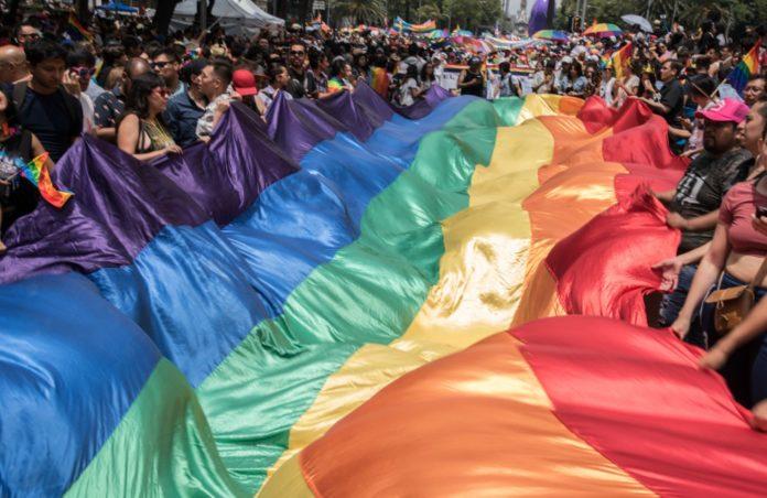La marcha del orgullo LGBTTTI en la Ciudad de México se realizará muy pronto. La mañana de este lunes 23 de abril presentaron su cartel oficial.