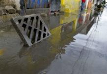 niño muerto en inundación
