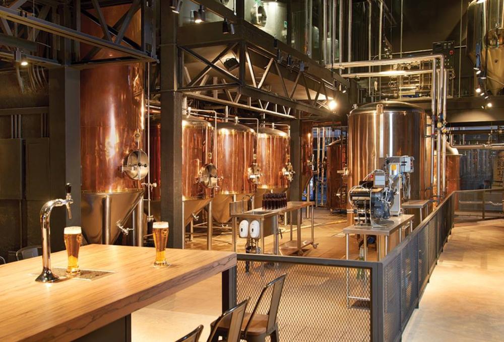 Tap rooms rifados de chela artesanal para celebrar el día de la cerveza