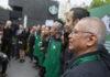 adultos mayores en Starbucks