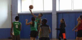 Entrena en este campamento con niños triqui de basquetbol
