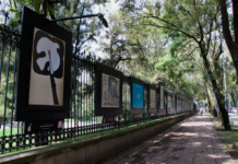Expos en las rejas de Chapultepec sobre el 68