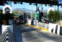 Manifestantes bloquean caseta de Acapulco