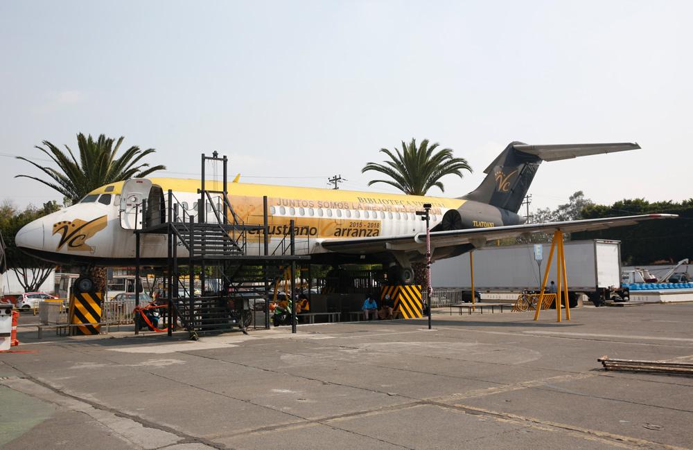 El avión que no necesita aeropuerto, porque es una biblioteca