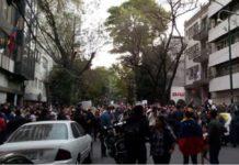 Se manifiestan en la embajada de Venezuela en CDMX