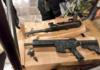 réplicas de metralletas en la estación Zócalo