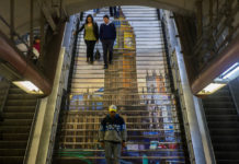 reparación de escaleras eléctricas en el Metro
