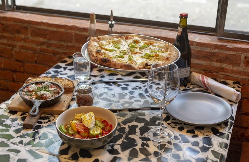 Dr Pizza: cine, vino y pizzas italo–americanas en la Juárez 🍕📽