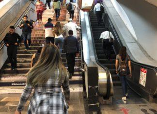 escaleras eléctricas de la Línea 7 del Metro