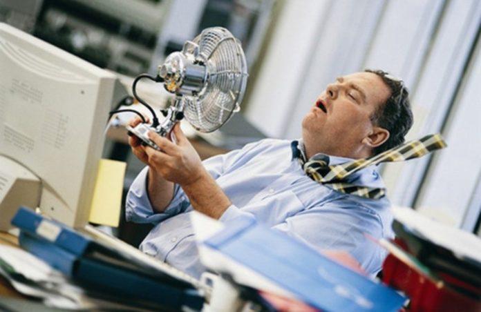ola de calor en la oficina