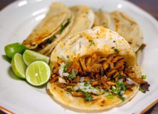 buffet de tacos al pastor