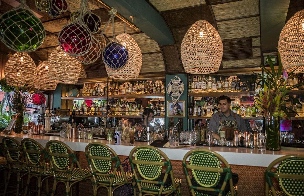 Mucho ron y felicidad tropical en Waikiki, el único bar tiki de CDMX 🍹☀️🌸