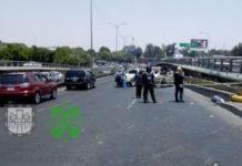 Un auto se volteó sobre Anillo Periférico a la altura de la Calzada México-Xochimilco dejando como saldo un muerto y varias personas lesionadas