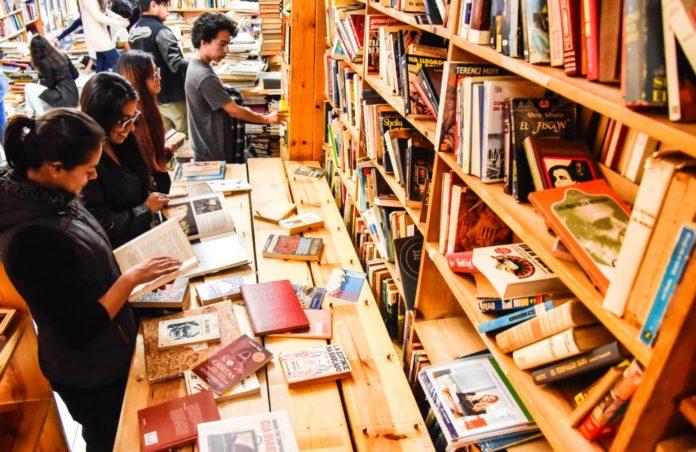 ¡Pónganse buzos! Donación de libros por la Sierra de Oaxaca