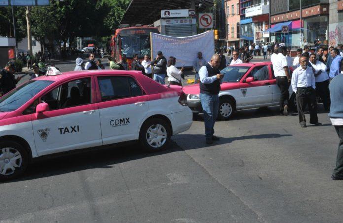 Amenazan con paro nacional de taxistas y bloqueos en la CDMX