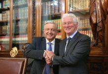 AMLO recibe al actor y activista Richard Gere en Palacio Nacional