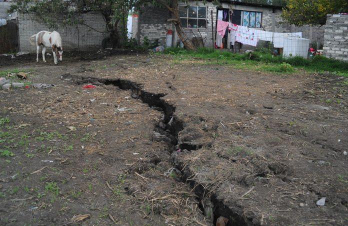 Por grietas, planean reubicación de casas en CDMX