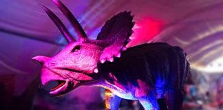 dinosaurios en el parque bicentenario