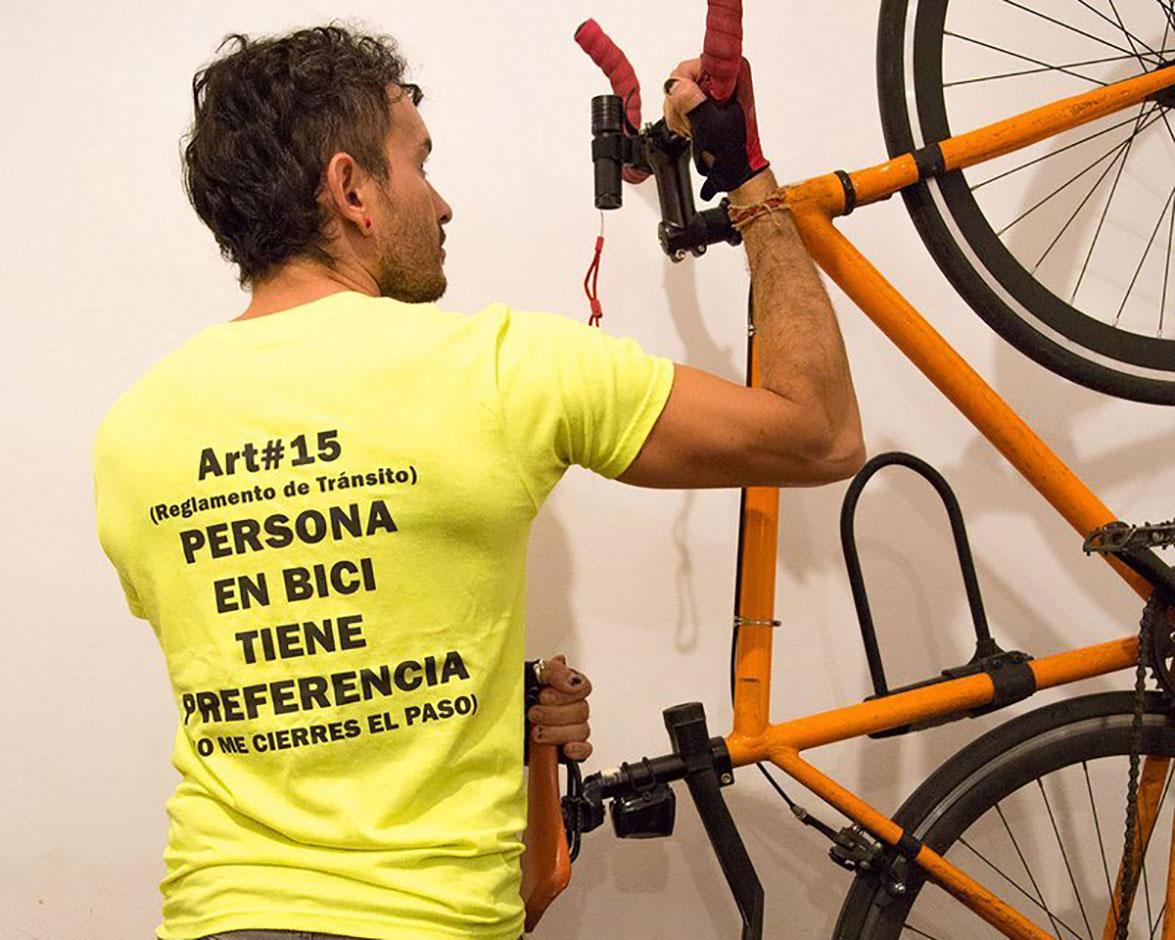 ¿Te pasaste el alto? Ciclistas te enseñan el Reglamento de Tránsito