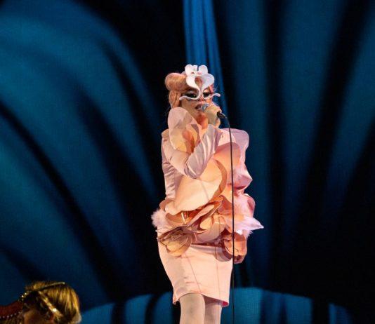 Björk y adiós