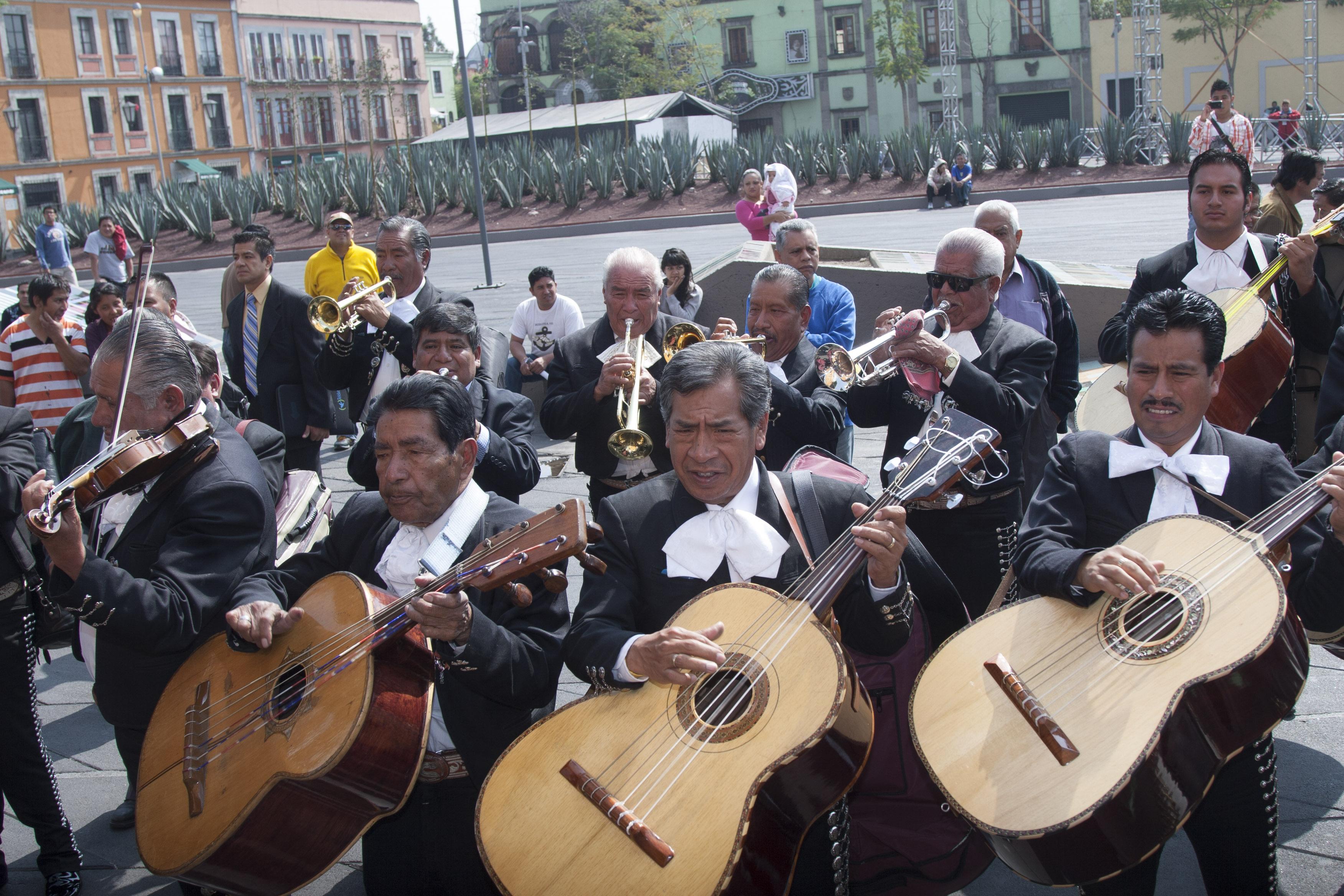 el-mariachi-esta-loco-y-quiere-bailar-asi-vive-un-charro-cantor