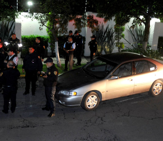 policías golpeados en alcoholímetro