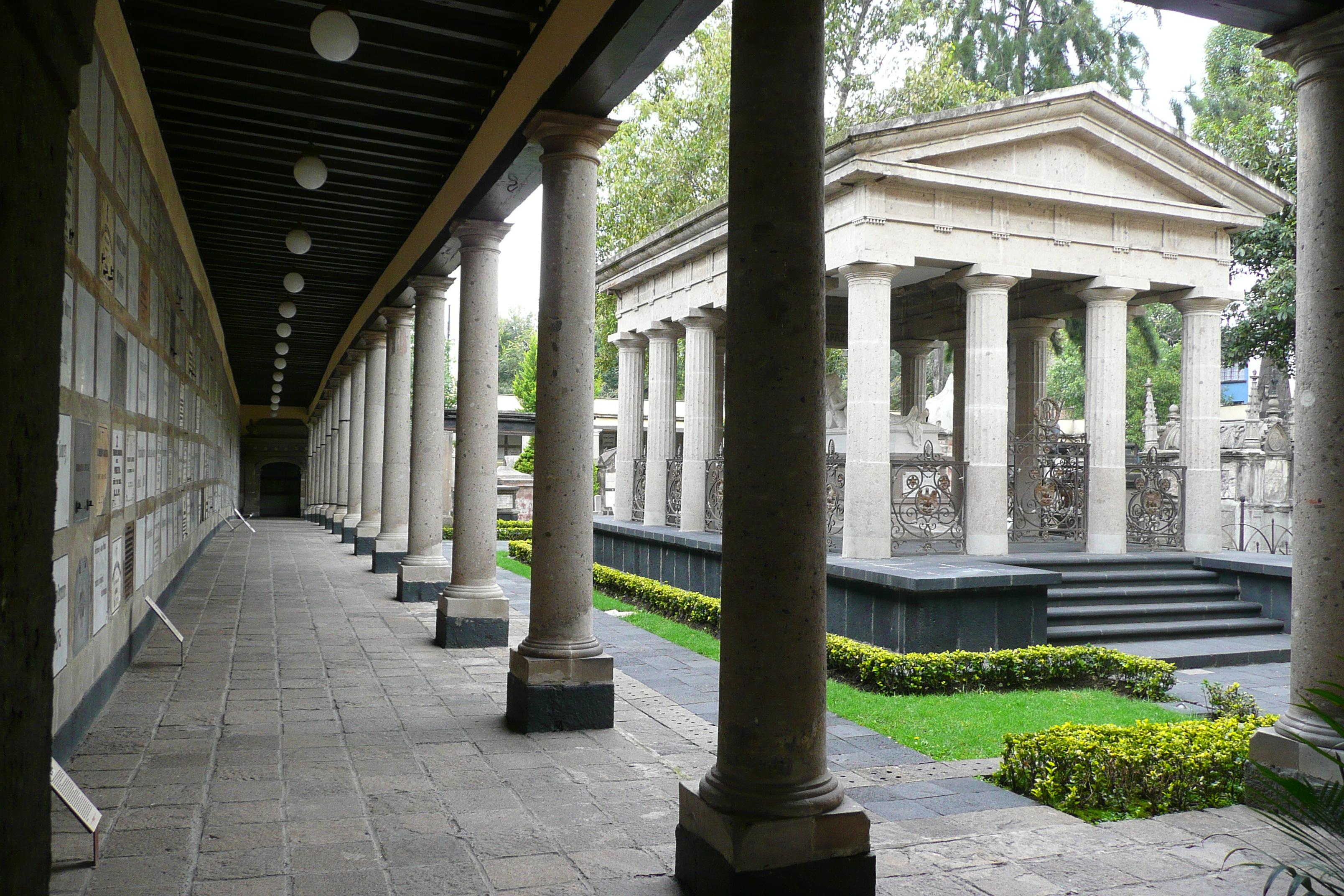 El misterio de la tumba que apareció 55 años después del cierre del panteón San Fernando