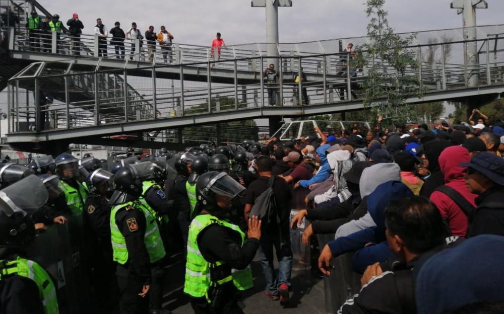 federales-se-enfrentan-a-policias-en-el-aicm-fotos-y-videos