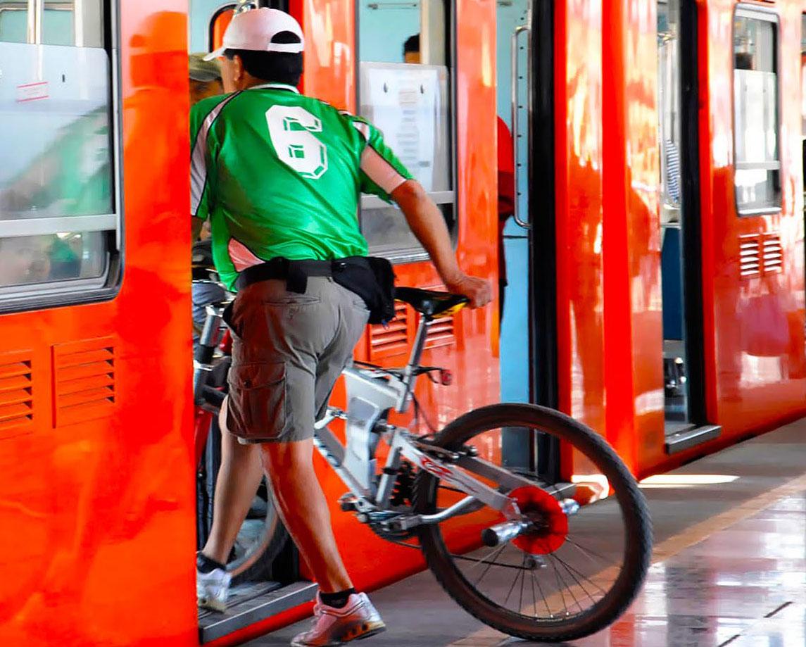 Bicis en el Metro: cómo mejorar el plan, según ciclistas