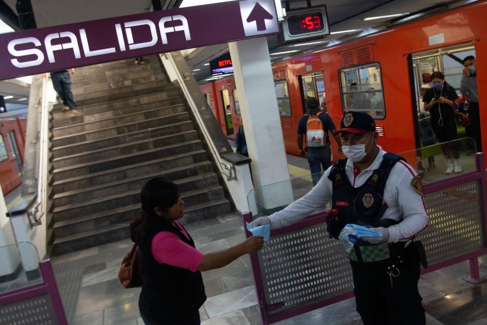 Ponte la máscara: Metro pide armar y donar cubrebocas