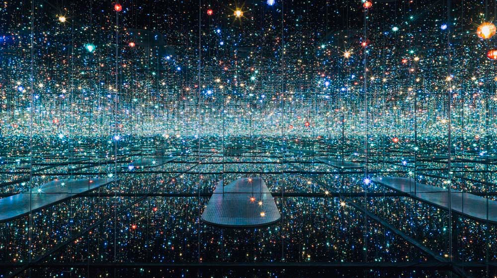 chilango - Mira los cuartos infinitos de Yayoi Kusama desde casa ✨