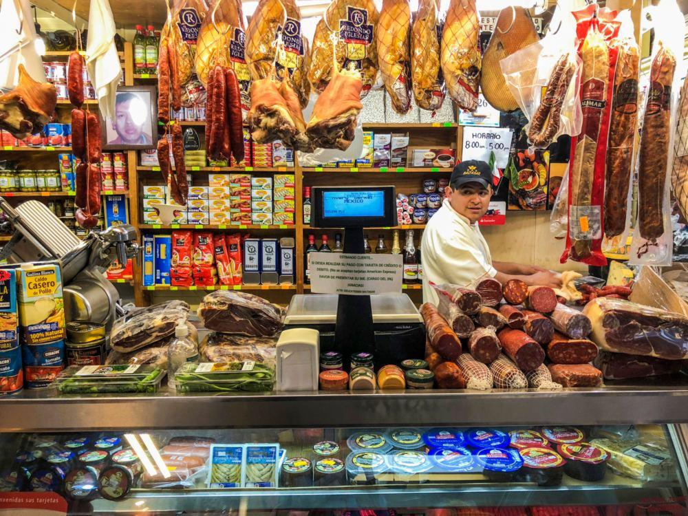 De insectos a quesos finos: mercado San Juan a domicilio (¡con descuentos!)