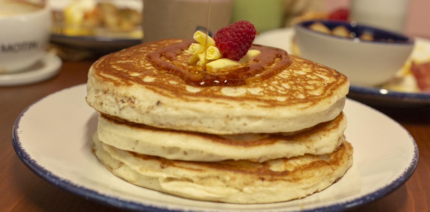 Los hot cakes gigantes y ultraesponjosos que necesitas cada mañana