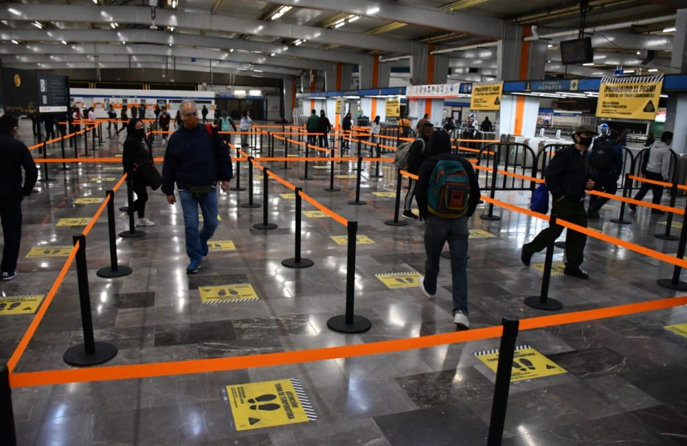 Tu...ru...rú: Metro dosifica ingreso de pasajeros a las estaciones