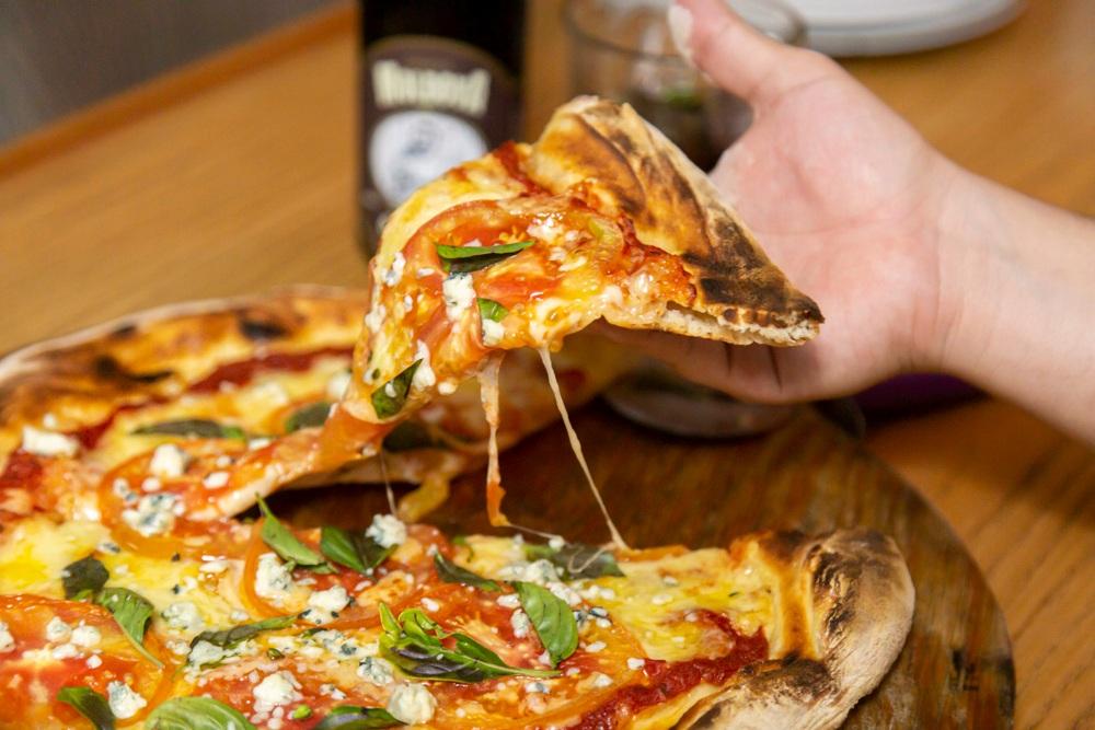 Recetas de pizza para cocinar en casa: napolitana, Chicago y más delicias 🍕✨