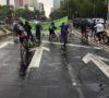 ciclistas-bajo-la-lluvia-guia-para-que-tlaloc-no-te-agarre-en-curva