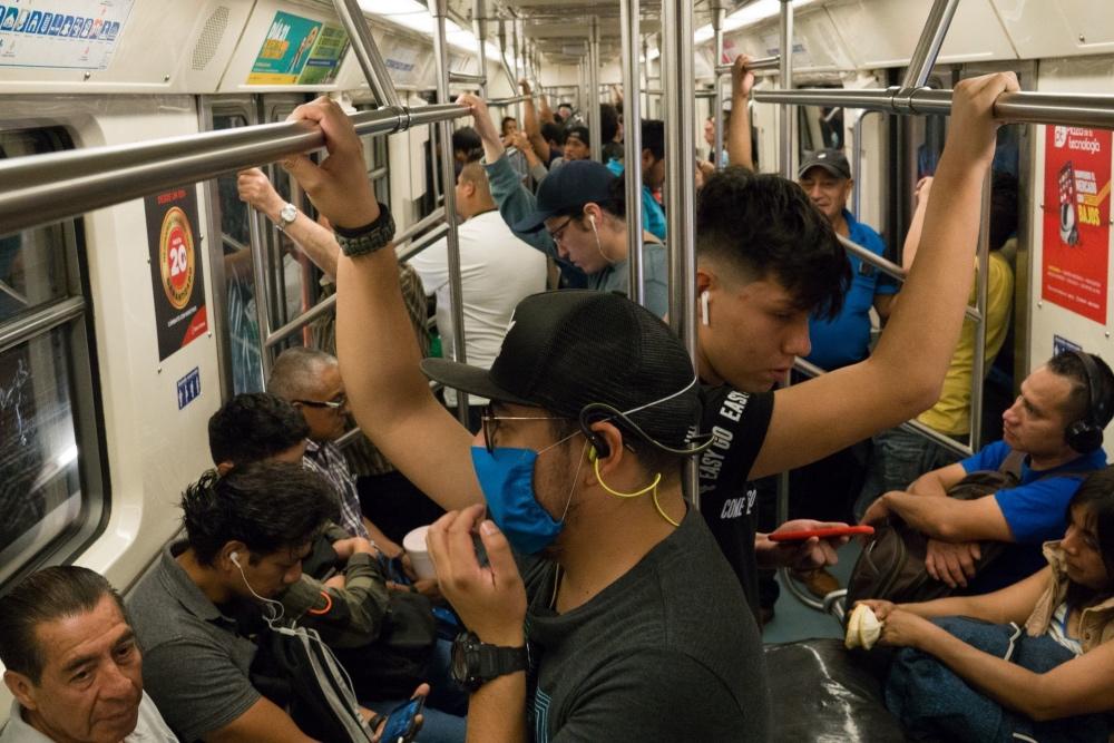 En las manos llevarás… sabor a mí: las bacterias del Metro