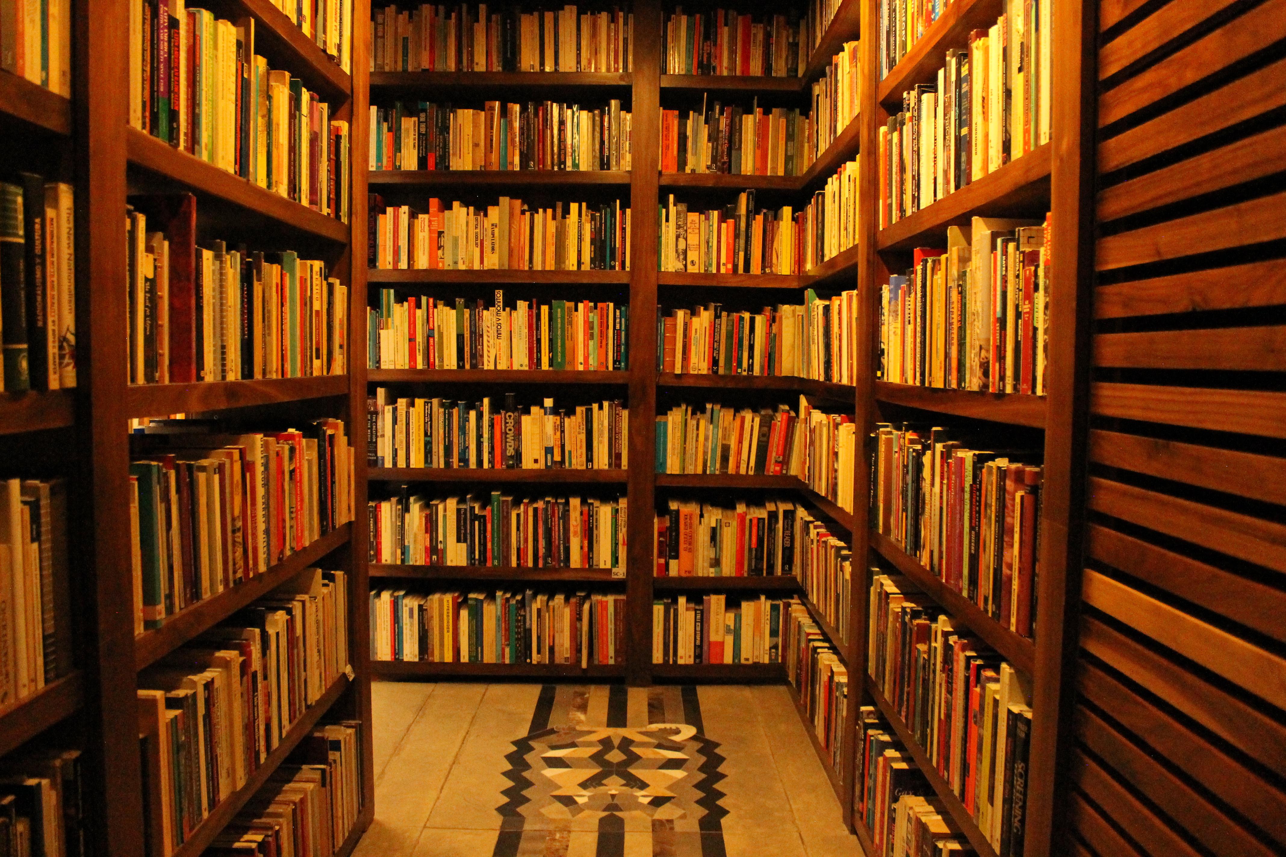 La biblioteca de Monsiváis es un caótico homenaje a la CDMX