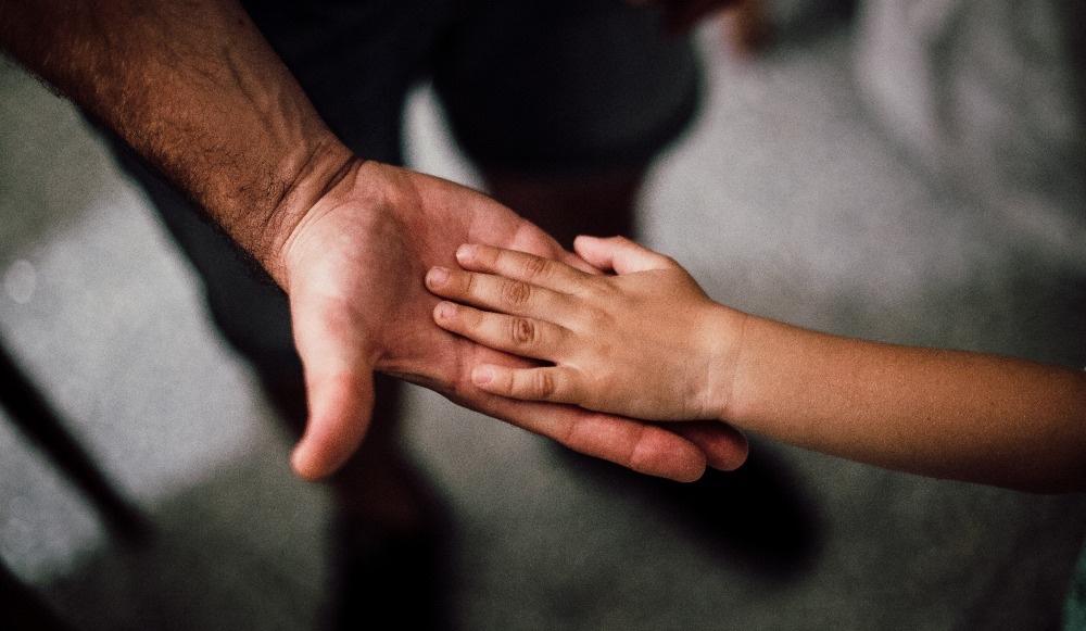 Cómo ayudar a los niños a superar un duelo por covid-19