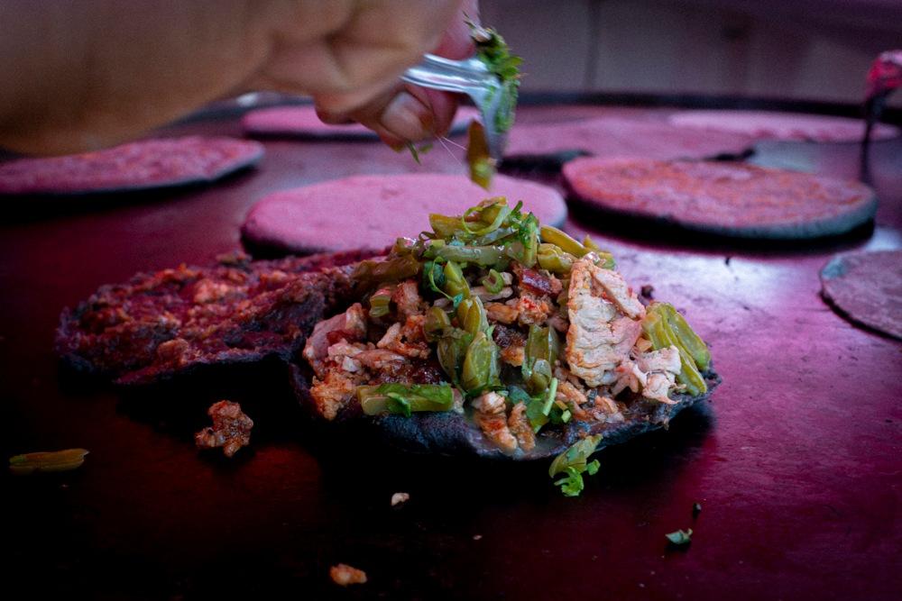 Por qué ver Street Food, la nueva docuserie de comida callejera latina