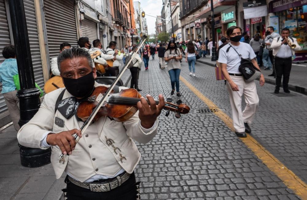 Mariachis se avientan un palomazo y piden apoyo en el Centro Histórico