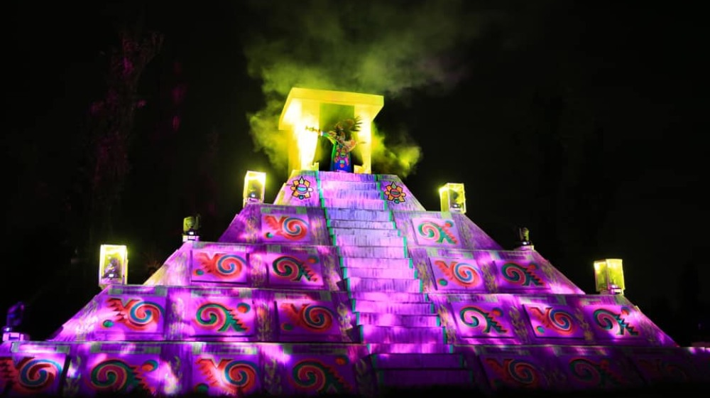 Llega La Llorona en Xochimilco con sana distancia 😷👻
