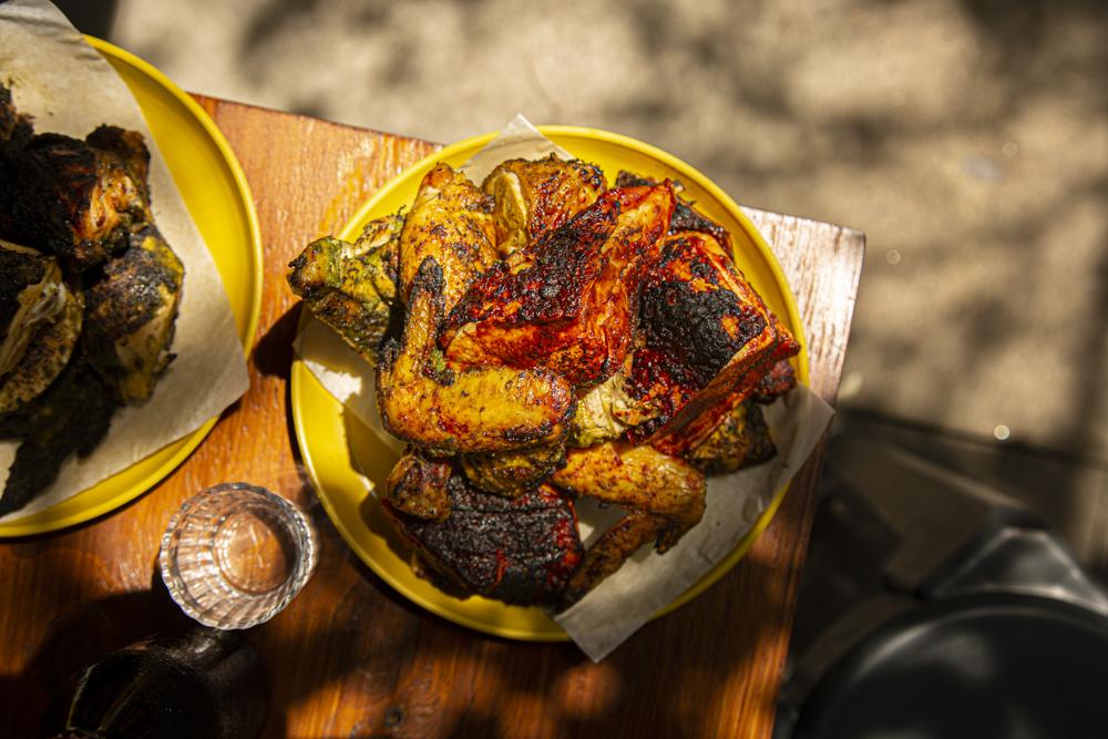 Pollo Bruto: pollo asado con onda en la ciudad �