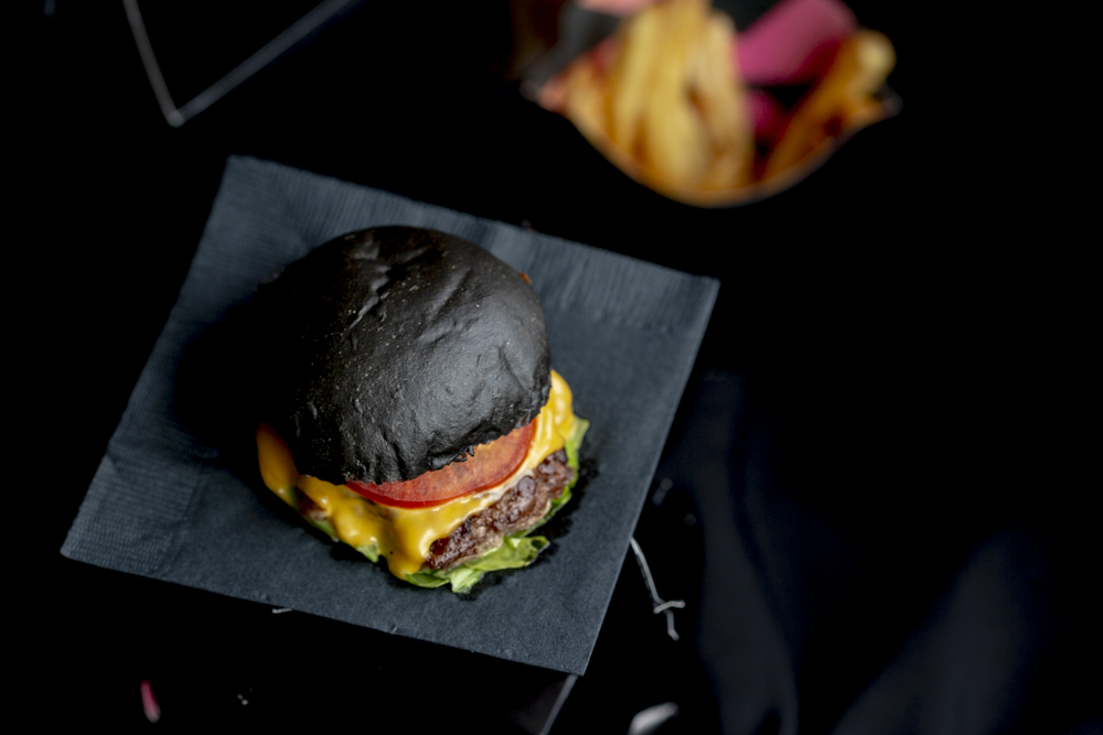 Blacks: la 'dark kitchen' de hamburguesas negras en CDMX 🖤🍔